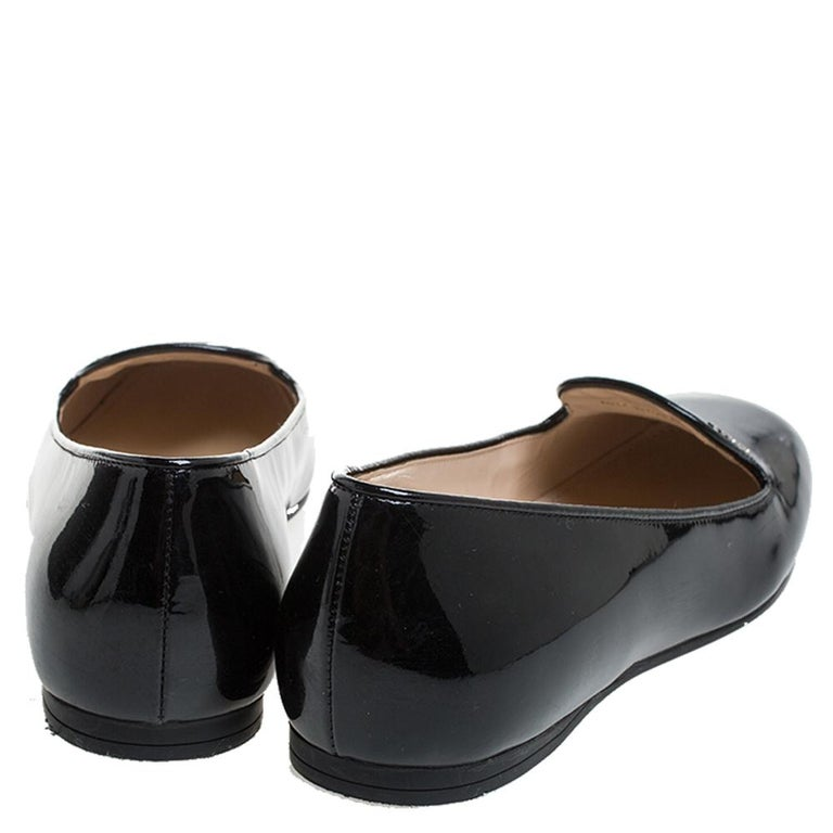 Prada Black Patent Leather Slip On Loafers Size 36.5 In Good Condition For Sale In Dubai, Al Qouz 2