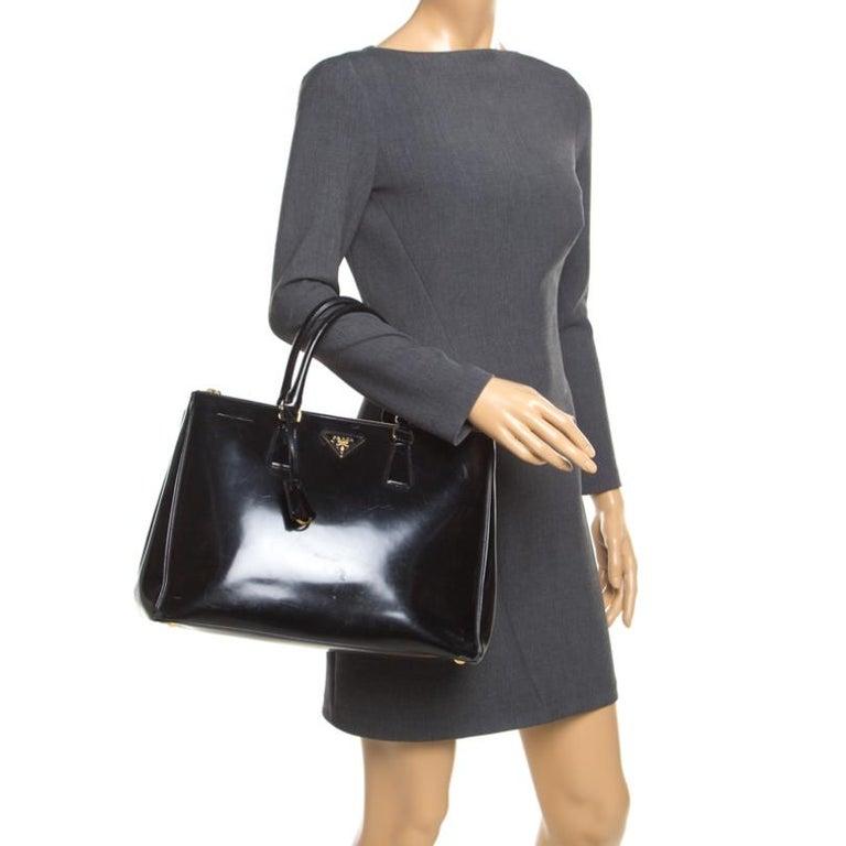 Prada Black Patent Spazzolato Leather Large Double Zip Tote In Fair Condition For Sale In Dubai, Al Qouz 2