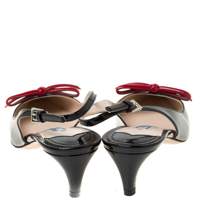 Prada Black/Red Patent Leather Bow Pointed Toe Slingback Sandals Size 38 In Excellent Condition For Sale In Dubai, Al Qouz 2