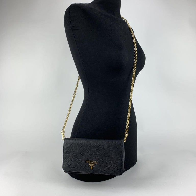 Prada Black Saffiano Leather Continental Wallet on Chain 1DH029 In New Condition For Sale In Rome, Rome