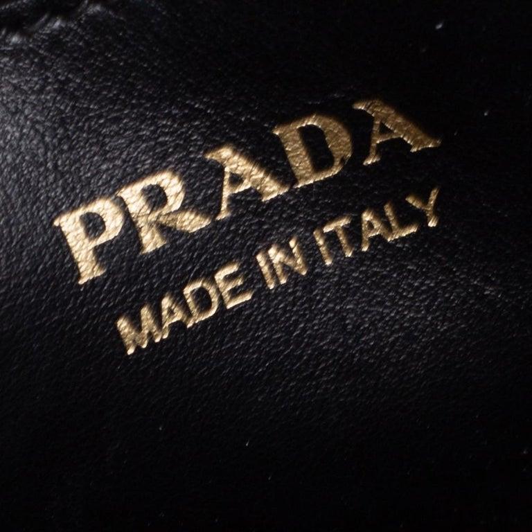Prada Black Saffiano Leather Monochrome Tote For Sale 4