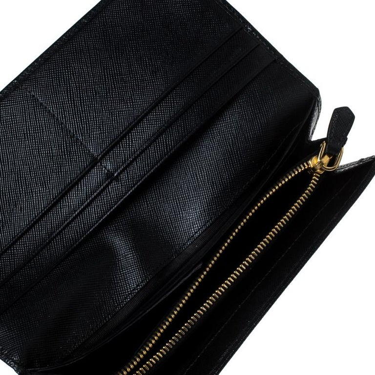 Store your essentials effortlessly in this sturdy Continental wallet crafted from Saffiano Lux leather. This wallet is a suave creation from the house of Prada and it comes with multiple card slots and a zip pocket. Add a touch of chic style to your