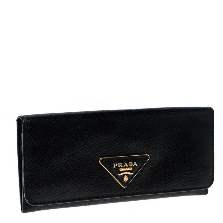 Prada Black Saffiano Lux Leather Continental Wallet In Good Condition For Sale In Dubai, Al Qouz 2