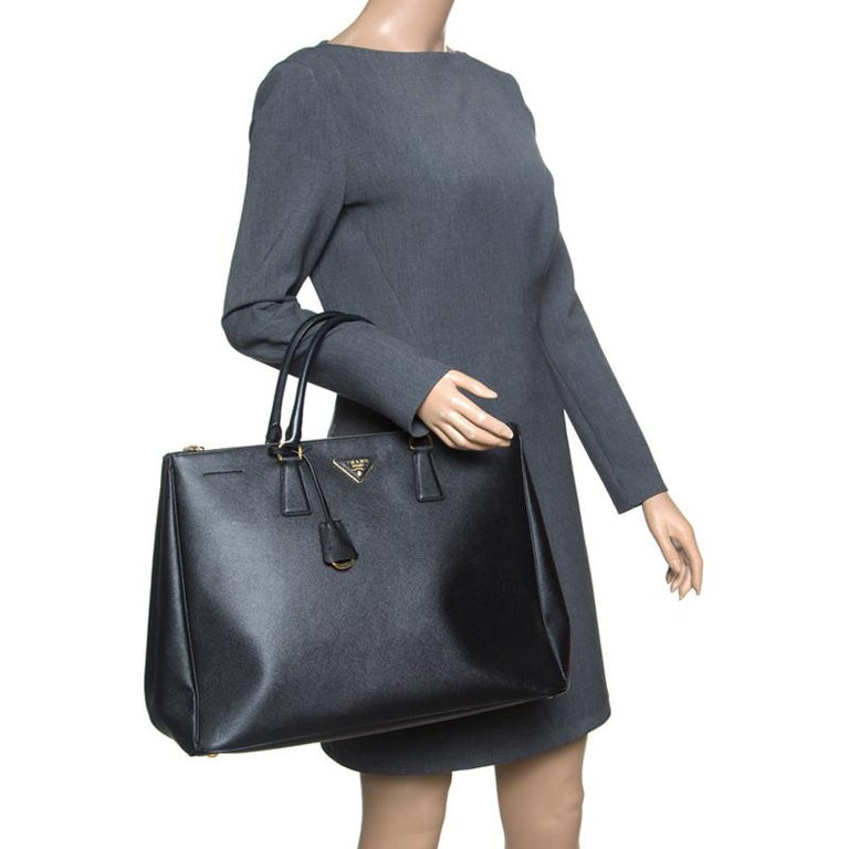 33182ac0c644 Prada Black Saffiano Lux Leather Executive Double Zip Tote In Good  Condition For Sale In Dubai