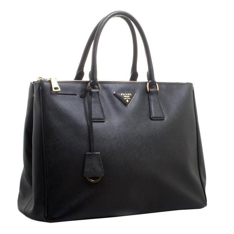 Prada Black Saffiano Lux Leather Large Double Zip Tote In Good Condition In Dubai, Al Qouz 2