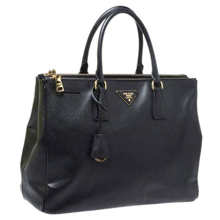 Women's Prada Black Saffiano Lux Leather Large Double Zip Tote For Sale