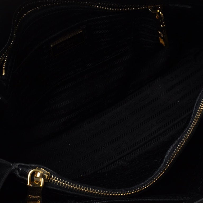 Prada Black Saffiano Lux Leather Large Promenade Bag For Sale 5