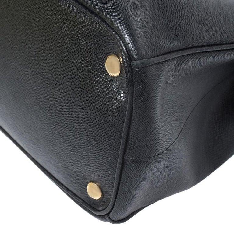 Women's Prada Black Saffiano Lux Leather Medium Galleria Double Zip Tote For Sale