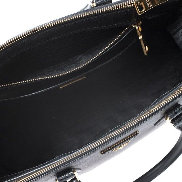 Prada Black Saffiano Lux Leather Medium Galleria Double Zip Tote For Sale 2