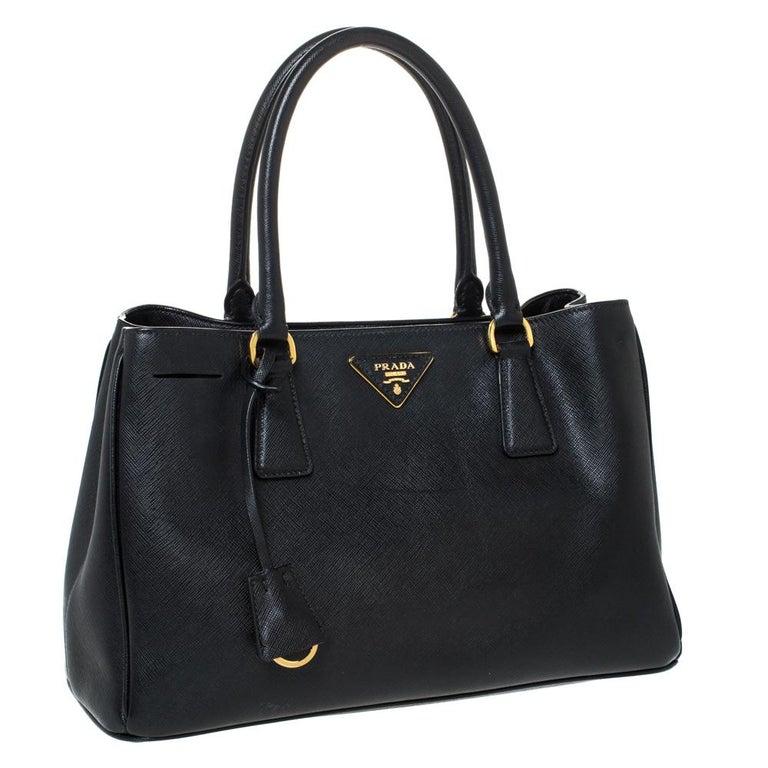 Prada Black Saffiano Lux Leather Medium Galleria Tote In Good Condition For Sale In Dubai, Al Qouz 2