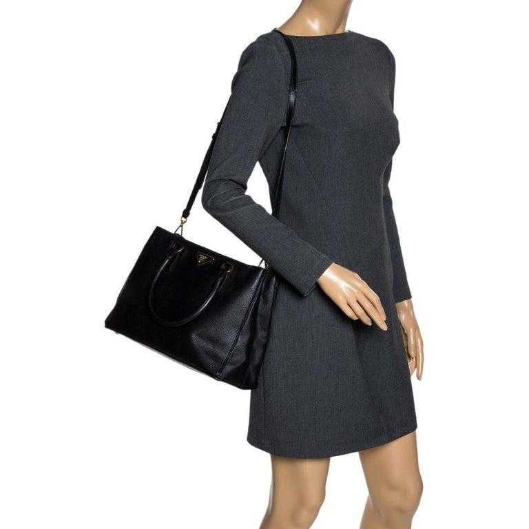 Prada Black Saffiano Lux Leather Medium Tote In Good Condition For Sale In Dubai, Al Qouz 2