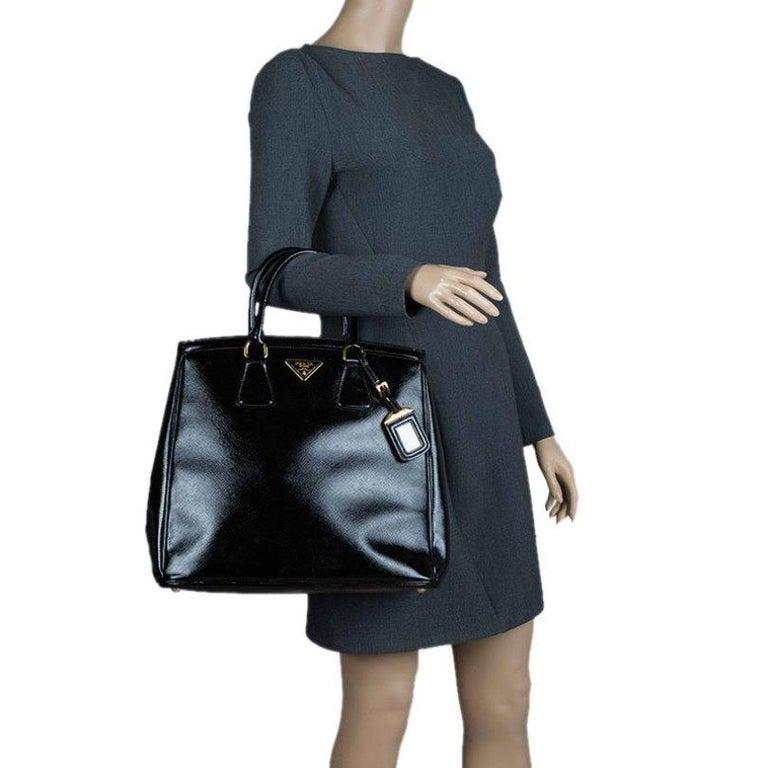 Prada Black Saffiano Lux Leather Parabole Shopping Tote In Good Condition In Dubai, Al Qouz 2