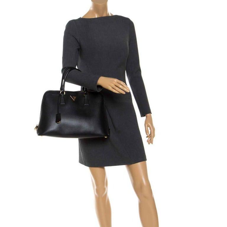 Prada Black Saffiano Lux Leather Promenade Bag In Excellent Condition For Sale In Dubai, Al Qouz 2