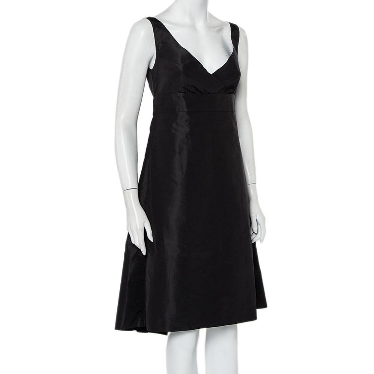 This amazing Prada outfit will immediately take you to the world of high fashion. This black dress has a faux wrap style at the front and a sleeveless silhouette. This midi dress will lend a delicate feel and will upgrade your style quotient.