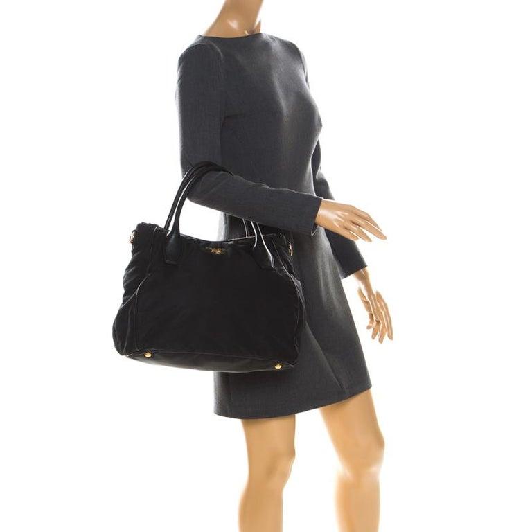 Prada Black Tessuto Nylon and Leather Tote In Good Condition For Sale In Dubai, Al Qouz 2