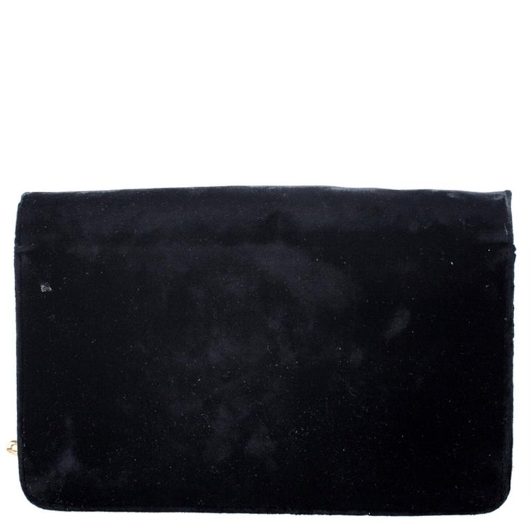 To make a brilliant statement, this crossbody bag by Prada is just what you need! The velvet body of this bag lends it a sophisticated look. It comes in a classic black color and can be worn with a host of outfits. It is equipped with a