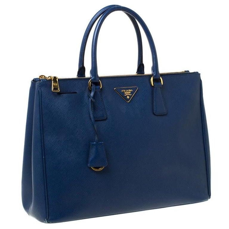 Prada Blue Saffiano Lux Leather Large Double Zip Tote In Good Condition In Dubai, Al Qouz 2