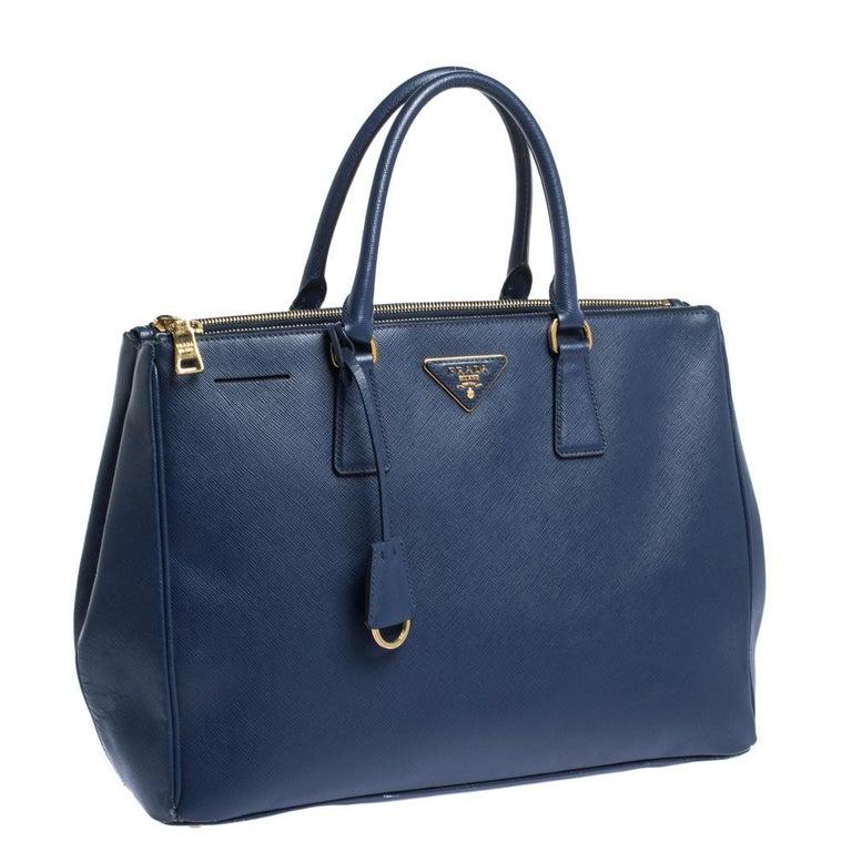 Prada Blue Saffiano Lux Leather Large Double Zip Tote In Good Condition For Sale In Dubai, Al Qouz 2
