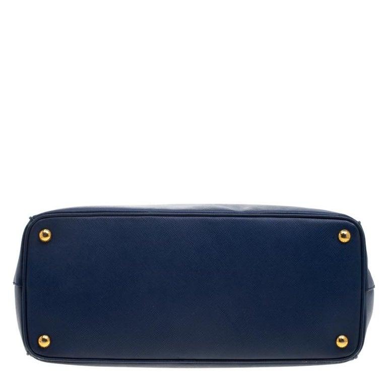 a56559aebd234 Große Prada Tasche aus blauem Saffiano Lux Leder mit Doppelreißverschluss 6
