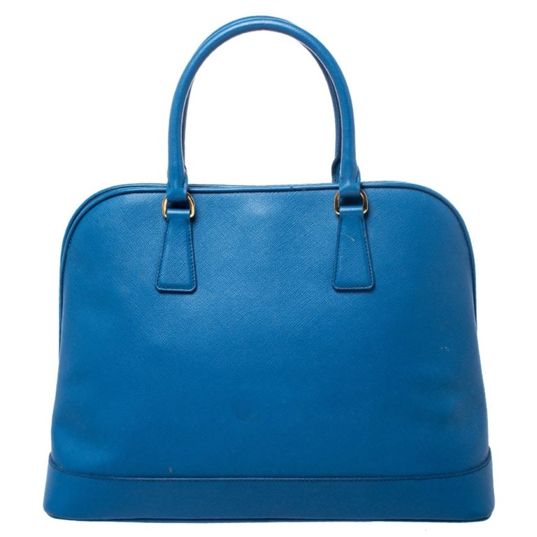 This stunning Promenade tote is high on appeal and style. Dazzling in a classy blue shade, the bag is crafted from Saffiano Lux leather and features two rolled handles. The zip closure leads way to a nylon interior with enough space for your
