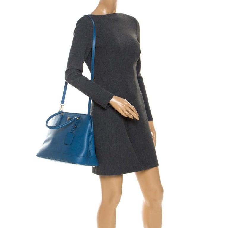 Prada Blue Saffiano Lux Leather Large Promenade Bag In Good Condition For Sale In Dubai, Al Qouz 2