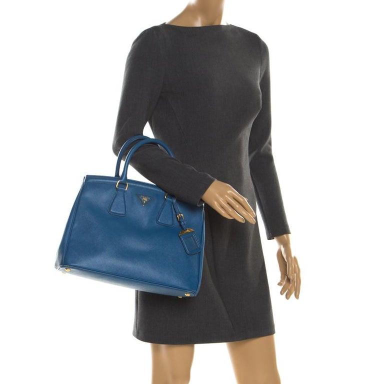 Prada Blue Saffiano Lux Leather Parabole Tote In Good Condition In Dubai, Al Qouz 2