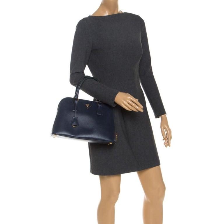 Prada Blue Saffiano Lux Leather Promenade Bag In Good Condition For Sale In Dubai, Al Qouz 2