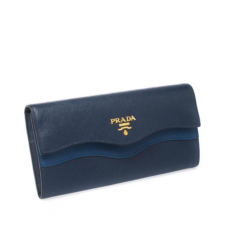 Prada Blue Saffiano Lux Leather Wave Continental Wallet In Good Condition For Sale In Dubai, Al Qouz 2