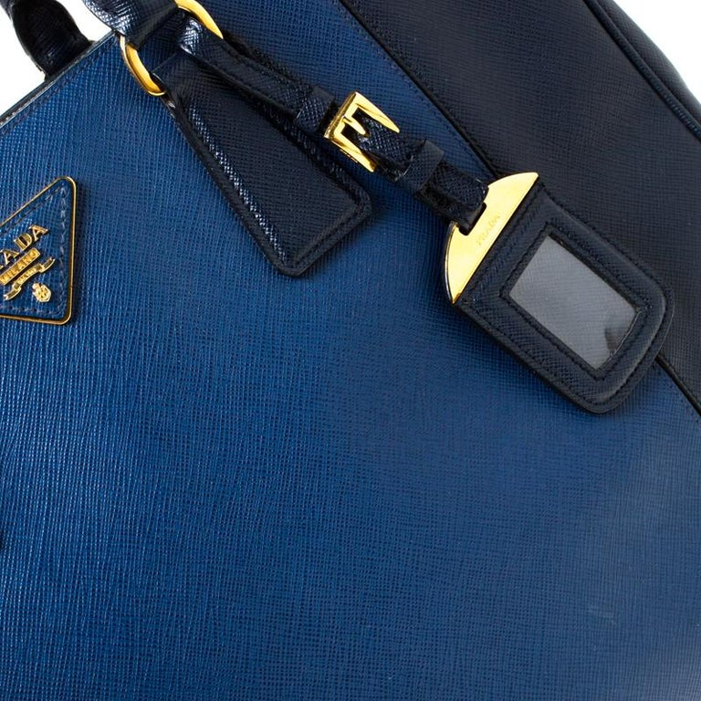 Prada Blue Two-Tone Saffiano Lux Leather Large Double Zip Tote For Sale 6