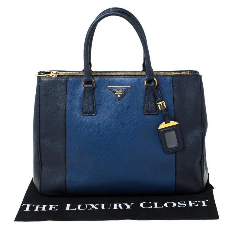 Prada Blue Two-Tone Saffiano Lux Leather Large Double Zip Tote For Sale 9