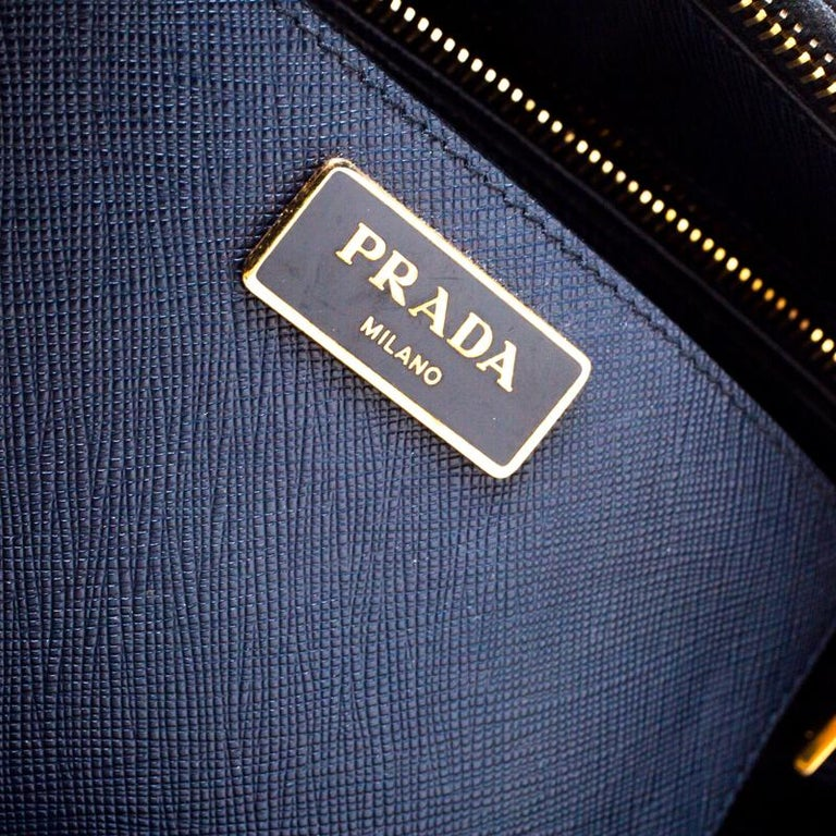 Women's Prada Blue Two-Tone Saffiano Lux Leather Large Double Zip Tote For Sale