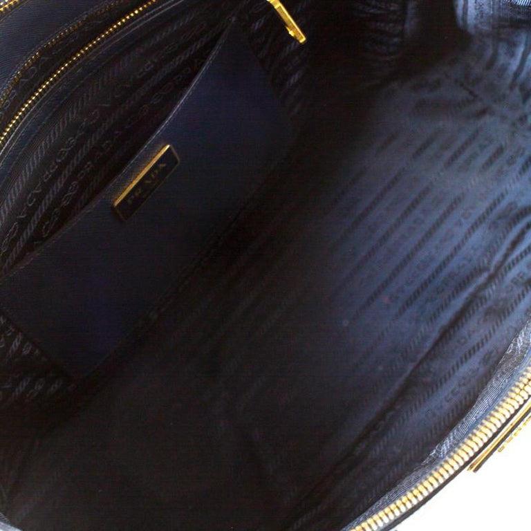 Prada Blue Two-Tone Saffiano Lux Leather Large Double Zip Tote For Sale 5