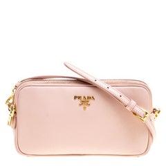 Prada Umhänge- oder Kameratasche aus blass-rosa Saffiano Lux Leder
