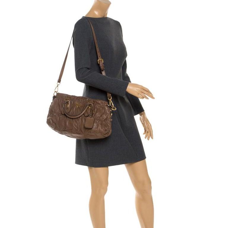 Prada Brown Gathered Leather Satchel In Good Condition For Sale In Dubai, Al Qouz 2