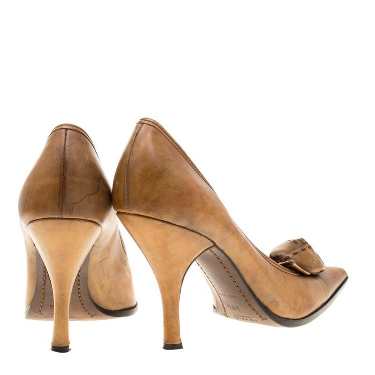 Prada Brown Leather Flower Detail Pointed Toe Pumps Size 38.5 For Sale 1