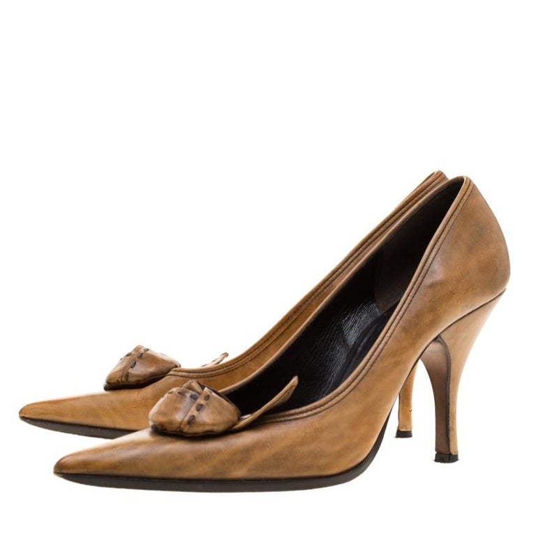 Prada Brown Leather Flower Detail Pointed Toe Pumps Size 38.5 For Sale 3