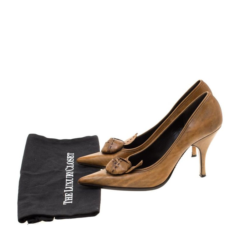 Prada Brown Leather Flower Detail Pointed Toe Pumps Size 38.5 For Sale 4