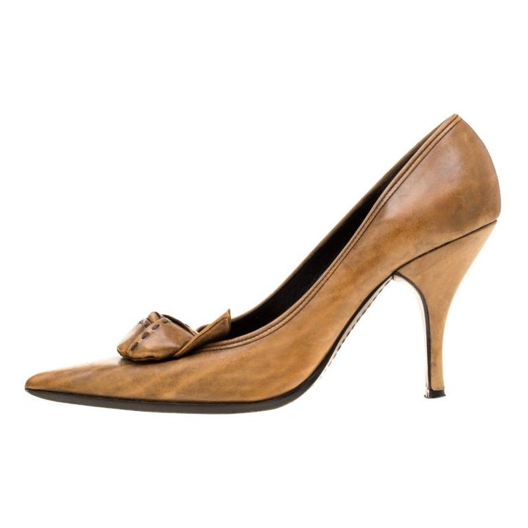 Prada Brown Leather Flower Detail Pointed Toe Pumps Size 38.5 For Sale
