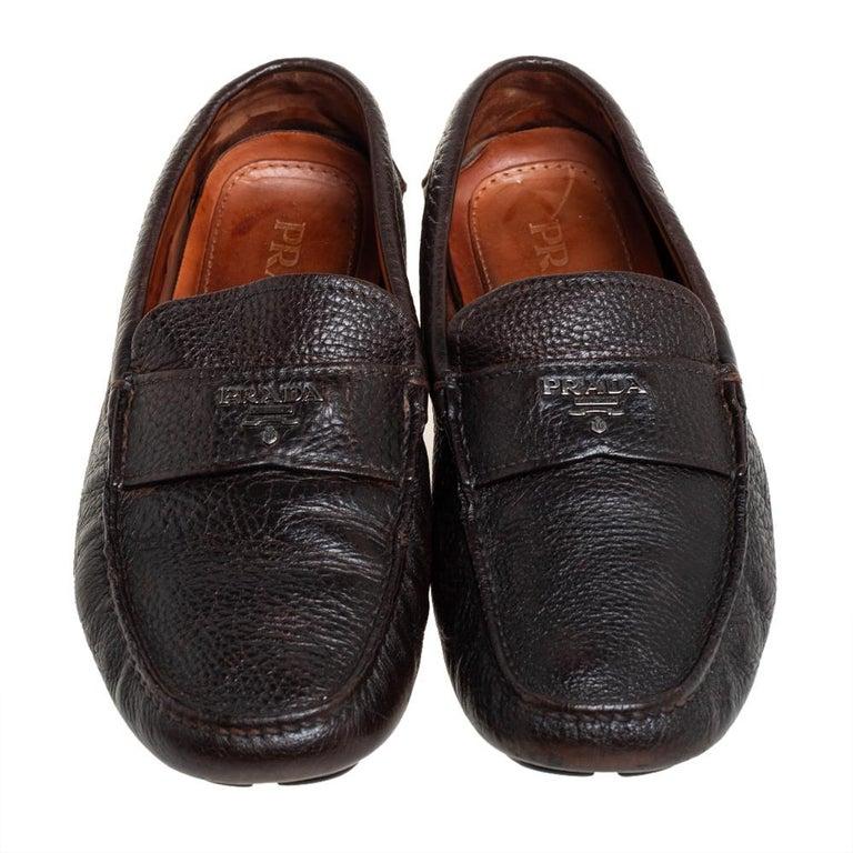 Prada Brown Leather Slip On Loafers Size 41 In Good Condition For Sale In Dubai, Al Qouz 2