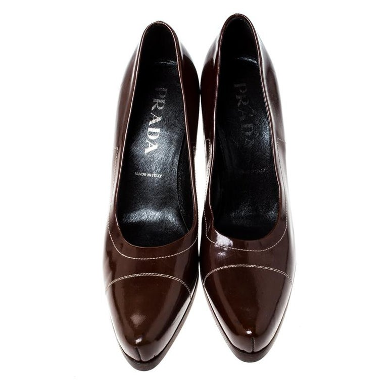 Black Prada Brown Patent Leather Pointed Toe Pumps Size 38 For Sale