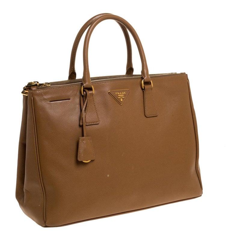 Prada Brown Saffiano Lux Leather Large Double Zip Tote In Good Condition For Sale In Dubai, Al Qouz 2
