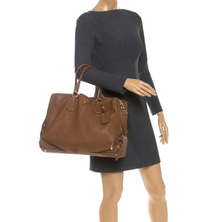 Prada Brown Soft Leather Zipped Tote In Good Condition For Sale In Dubai, Al Qouz 2