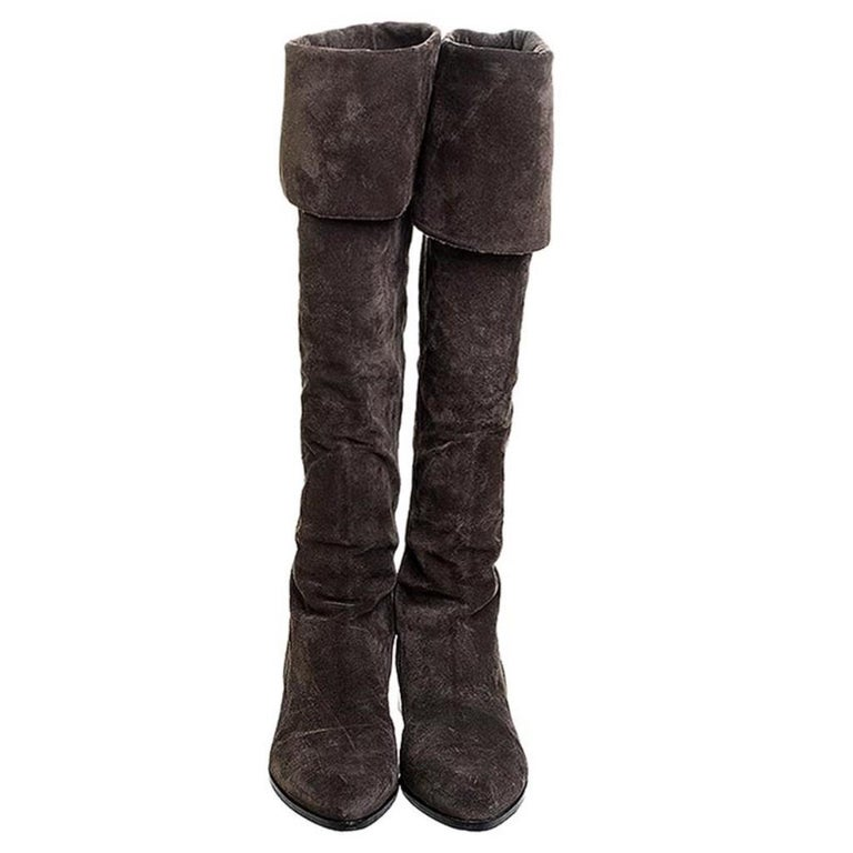 Prada knows just what a fashionista like you needs in a pair of boots. These suede boots are the comfiest thing you will ever have. These brown boots feature pointed toes, back zippers, foldable uppers and leather-lined insoles for the joy of