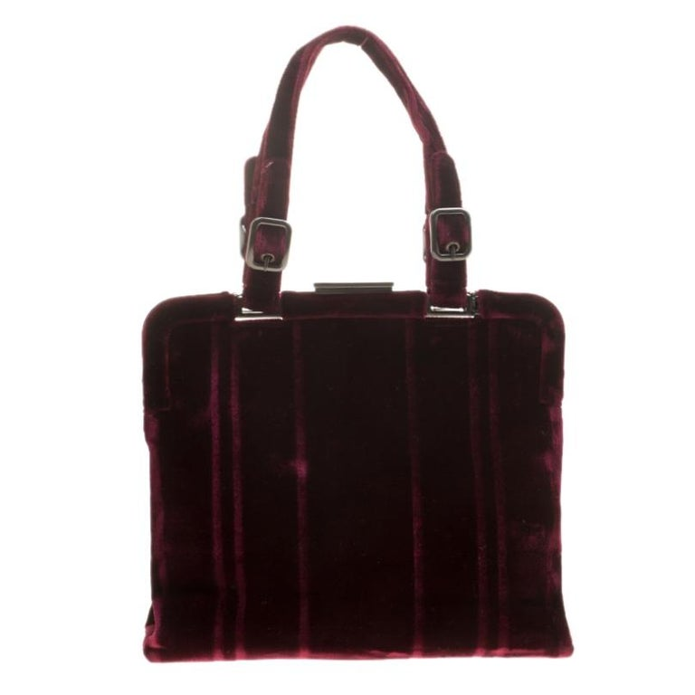 What a day for one to chance upon a bag as gorgeous as this one from Prada! It comes beautifully crafted from burgundy velvet and designed with a metal top. The bag brings two handles and a nylon-lined interior that is perfectly sized to accommodate