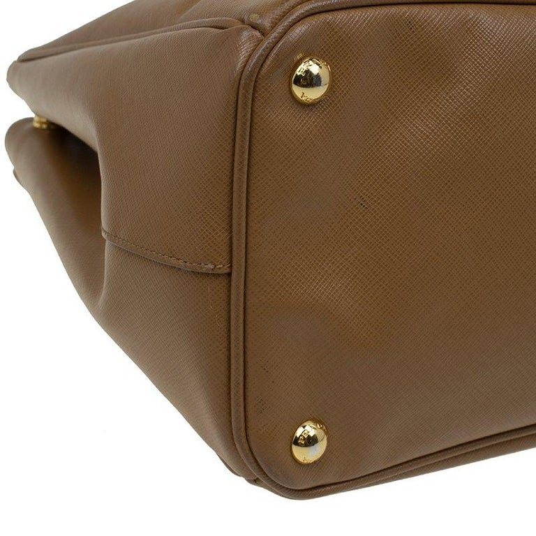 Prada Caramel Saffiano Lux Leather Large Double Zip Tote For Sale at ... 4a63a7dc45480
