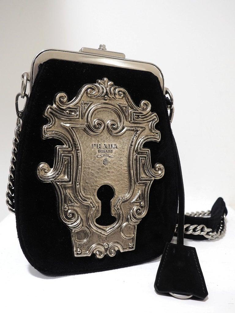 Straight from the catwalk. Prada velvet and velvet lock purse. With dustbag and tags Retail price 2.6k Alt. 20cm larg. 15cm prof. 7cm