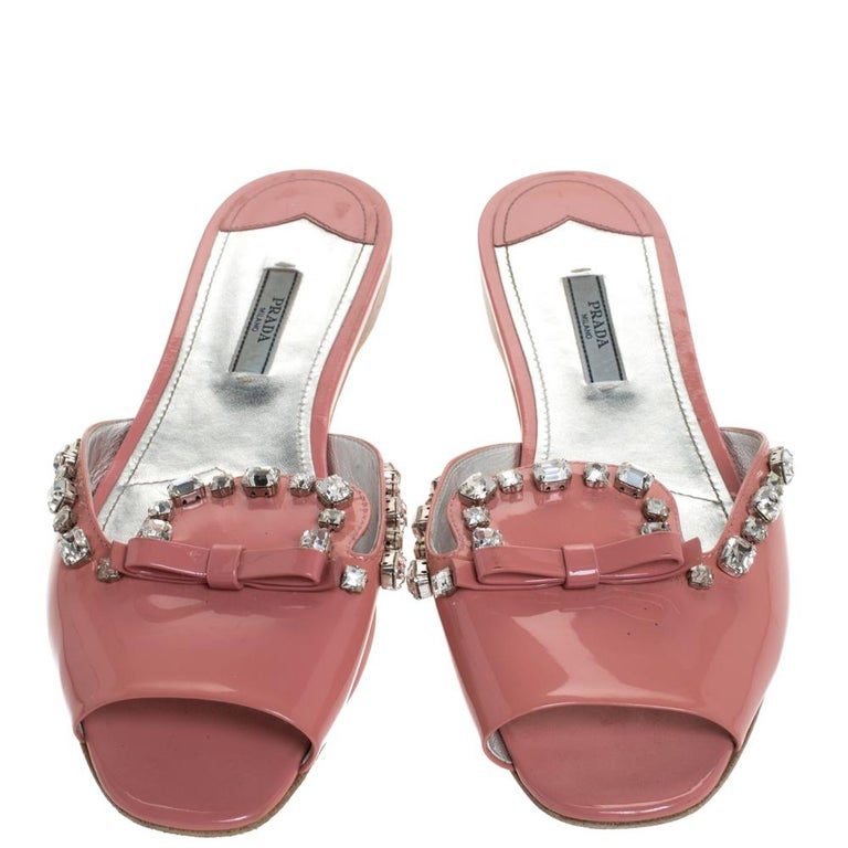 Brown Prada Coral Pink Patent Leather Crystal And Bow Embellished Flat Slides Size 40 For Sale
