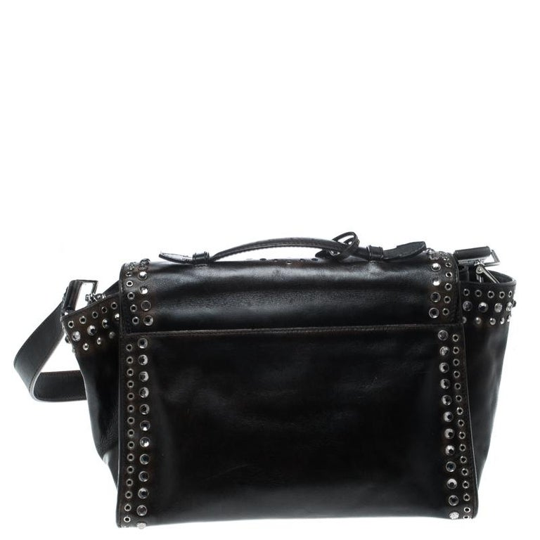 Swing this beauty in style and make heads turn wherever you go for this Vitello vintage bag is worth every penny spent. This dark brown Prada bag is crafted from leather and features an artsitically designed silhouette. It flaunts an eyelet and