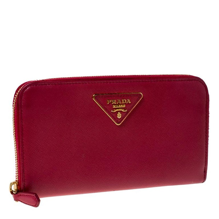 Prada Dark Pink Saffiano Lux Leather Zip Around Wallet In Good Condition For Sale In Dubai, Al Qouz 2