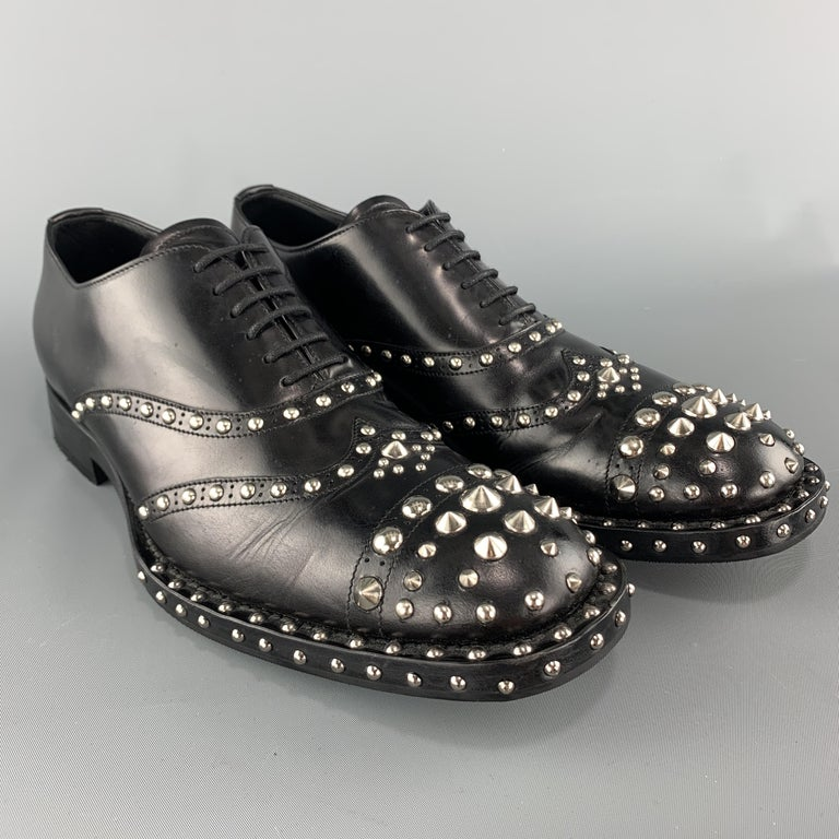 PRADA F/W 09 Size 8.5 Black Studded Leather Cap Toe Lace Up Shoes In Excellent Condition For Sale In San Francisco, CA